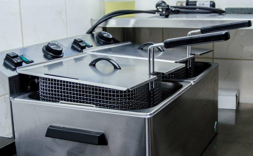 Eksempler på mad der er tilberedt I en friture.